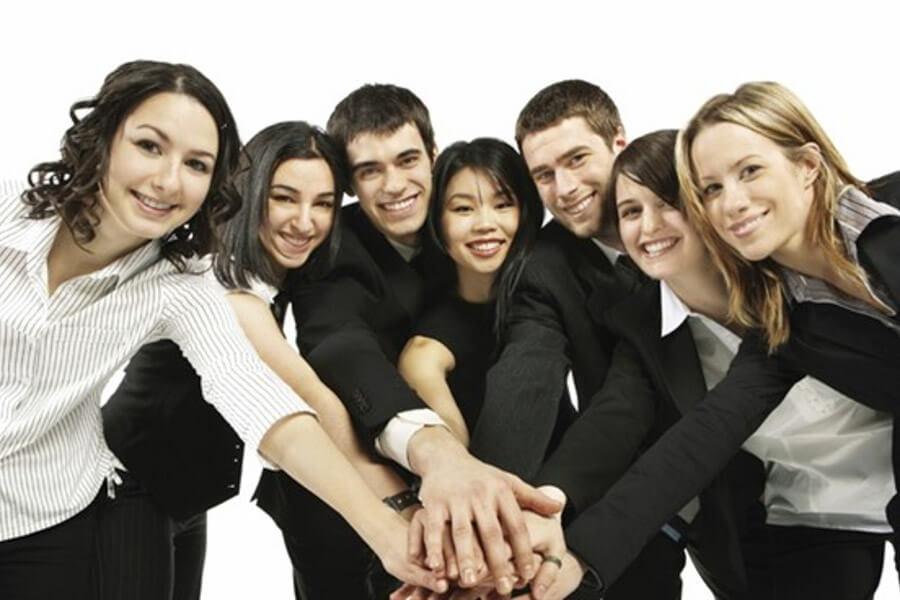 Quando a equipe de vendas consegue conquistar o cliente de modo eficiente há o aumento da autoestima e da segurança no ambiente de trabalho.